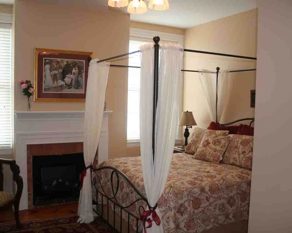 the-swope-manor-bed-and-breakfast-m