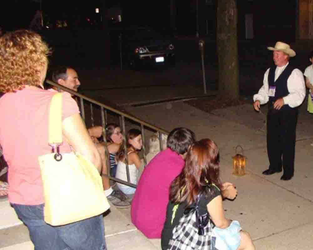 ghosts-of-gettysburg-candlelight-walking-tours-m